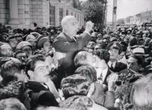از محمد مصدق به عنوان نماد ملی گرایی ایرانی یاد می شود
