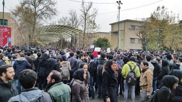دانشگاه تهران، ۱۶ آذر ۱۳۹۴ − اجتماع اعتراضی مستقل