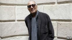 عباس کیارستمی تنها کارگردان ایرانی در جهان است که برای فیلم طعم گیلاس، جایزه نخل طلای جشنواره کن را برده است.