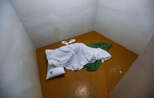 اتاقی برای مراقبت ویژه از بیماران روانی در بیمارستان روزبه در تهران (عکس» خبرگزاری ایسنا)