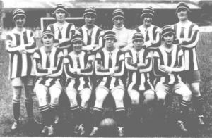 تیم دیک کرز، از اولین تیمهای فوتبال زنان کشور انگلستان – عکس از جین و پیتر بریجت